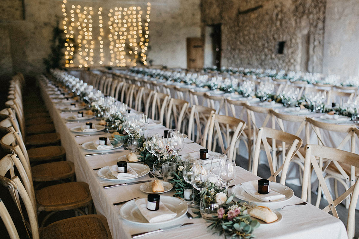 wedding table setting for large group